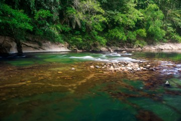 The folow of water of rocks at Rio Claro